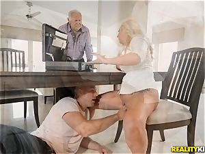 Janna Hicks taking a meaty fuck-stick in her pussyhole