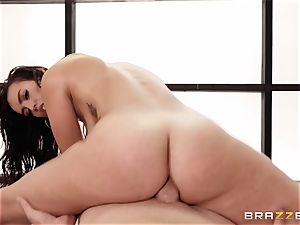 Kelsi Monroe well-lubed up and prepped to ravage