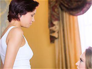 Kagney Linn Karter luvs seducing her new secretary