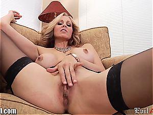 horny cougar Julia Ann gives a muddy pov oral pleasure