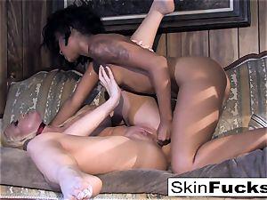 Skin's girly-girl Dr. Who anal with Leya