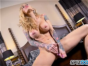 tattooed thin light-haired Sarah Jessie messes with her beaver