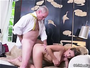elderly mommy drill youthfull chick Ivy impresses with her thick mammories and culo