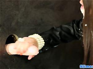 Bigbooty gloryhole twerker coated in bukakke