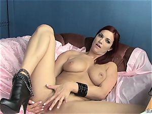 sensual Jayden Cole loves teasing her jummy moist clittie