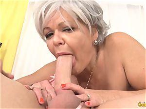 granny Kelly Leigh Is crazy for a jizz-shotgun