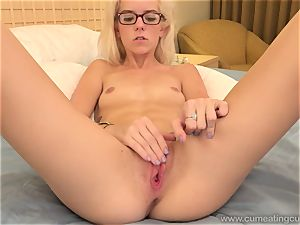 Halle Von and Her Cuck spouse Take Turns deepthroating man sausage