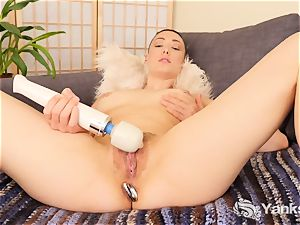 grimaces bombshell Iris Ives fucktoys Her culo And snatch