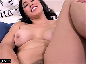 Mia Li displays off her vagina in upskirt act outside